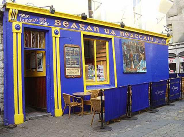 Tigh Neachtain Irish pubs