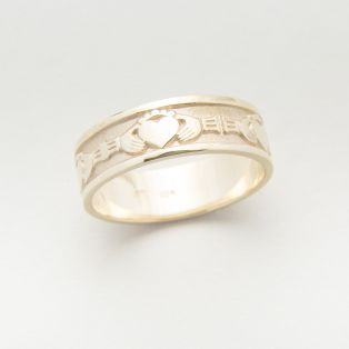 10K Gold Claddagh Gents Wedding Band