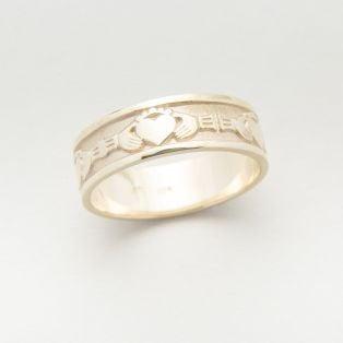 10K Gold Claddagh Gents Wedding Band
