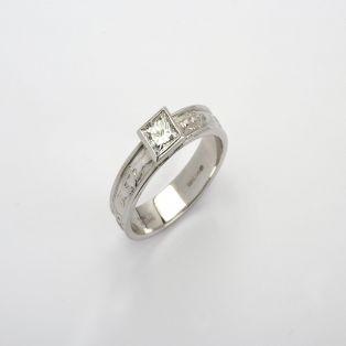 14K Gold Corrib Claddagh 0.5 Diamond Ring
