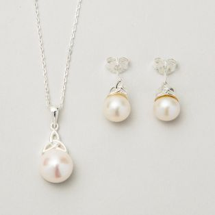 The Trinity Pearl Jewelry Set