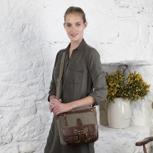 Traditional Single Buckle Bag