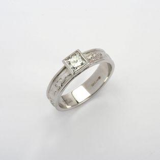 14K Gold Corrib Claddagh 3 Stone 1.00 Diamond Ring